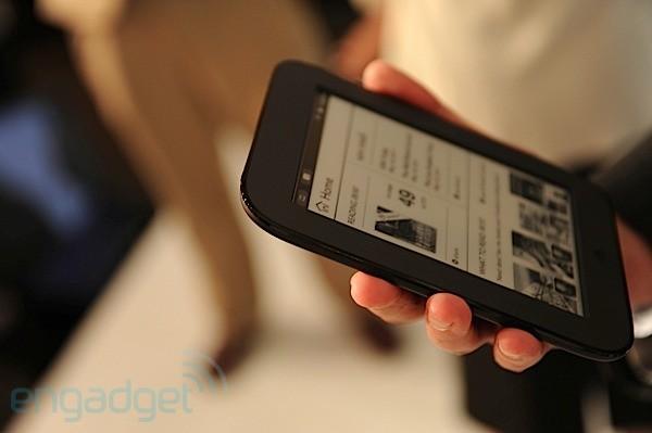 Barnes & Noble presenta il nuovo Nook, con 2 mesi di autonomia