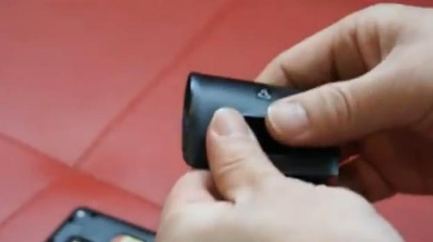 Samsung Galaxy S II, e la tortura della cover posteriore (video)