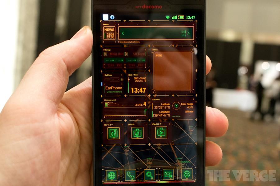 Lo smartphone dedicato ad Evangelion si mostra in video