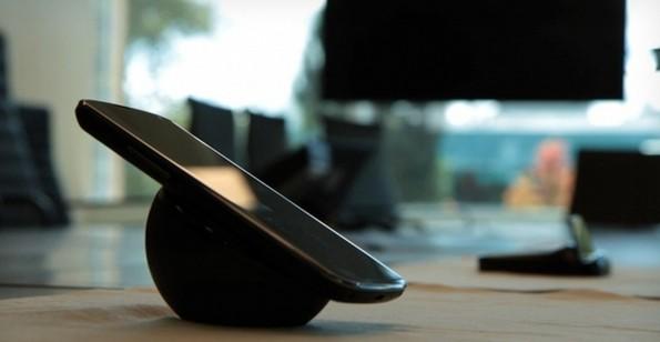 Nexus 4 Orb: ecco come funziona la dock per ricarica wireless