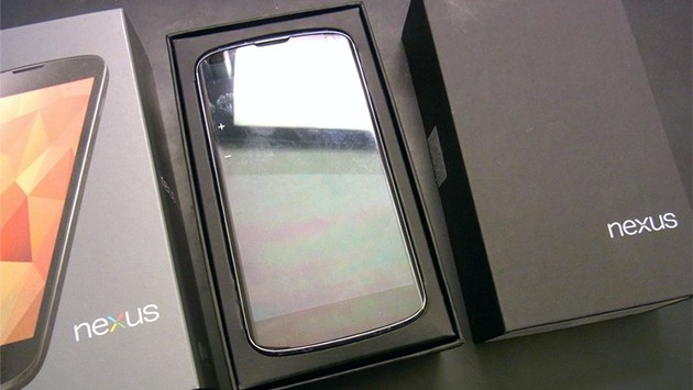 Il Nexus 4 in Francia viene venduto con gli auricolari inclusi nella confezione