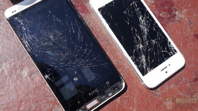 HTC One vs iPhone 5: un drop test svela quale smartphone è più resistente agli urti