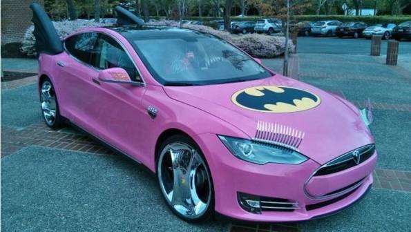 Tesla Model S in completo rosa: ecco il pesce d'Aprile fatto a Sergey Brin
