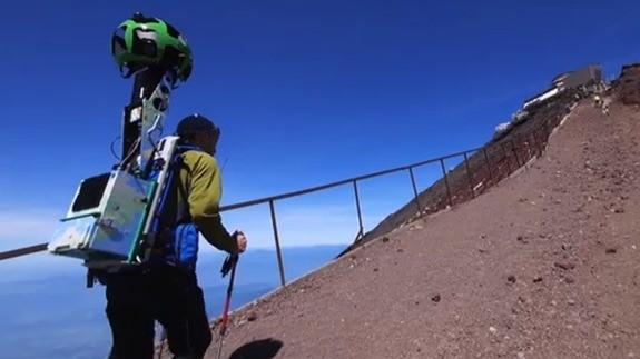 Google Street View colpisce ancora in Giappone: ecco la scalata del Monte Fuji.