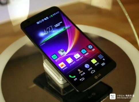 LG G Flex in Italia da Febbraio con Vodafone al prezzo di 899€