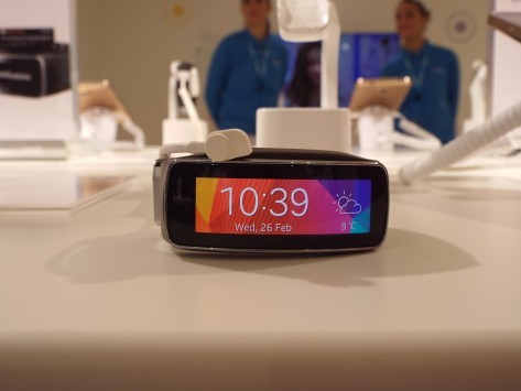 Samsung presenta Gear Fit al Mobile World Congress 2014