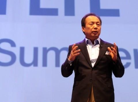 Samsung, sostanzioso taglio di stipendio per il capo della divisione Mobile J.K. Shin