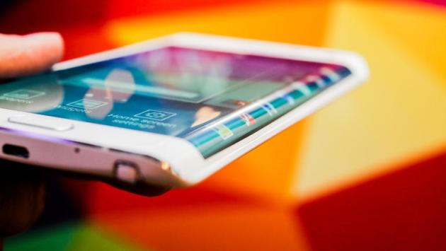 Galaxy Note Edge: bordo spostato a sinistra con un update, versione con Snapdragon 810 in arrivo?